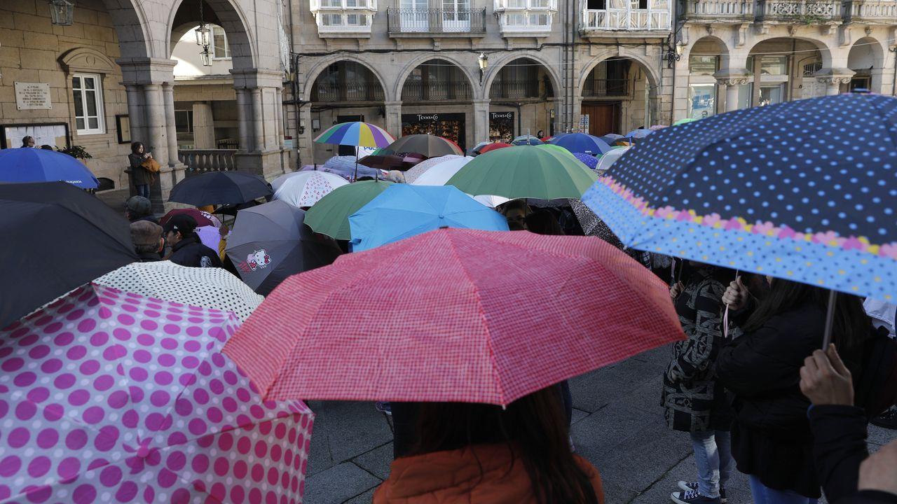 Concentración por el Día Internacional de la Discapacidad en la plaza Mayor de Ourense