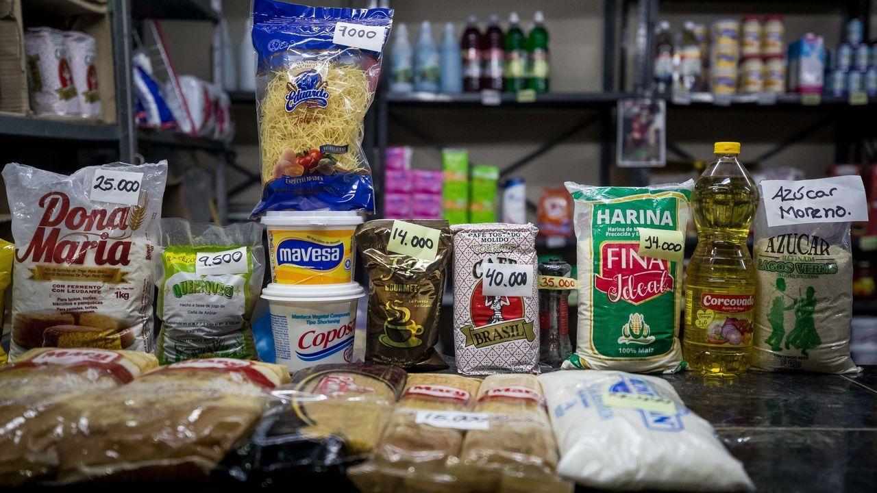 El salario mínimo de 40.000 bolívares (dos dólares mensuales) no alcanza para comprar alimentos básicos en cualquier mercado de Caracas