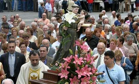 Twitter 2012.San Antón atrae todos los años a muchos fieles a A Rigueira.