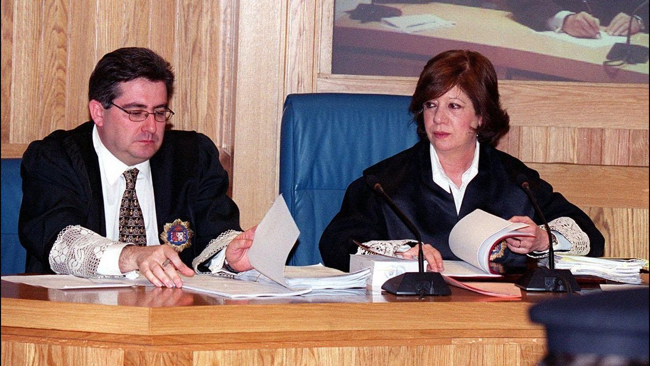 Los magistrados José Ricardo de Prada y Angela Murillo .Maria Dolores de Cospedal