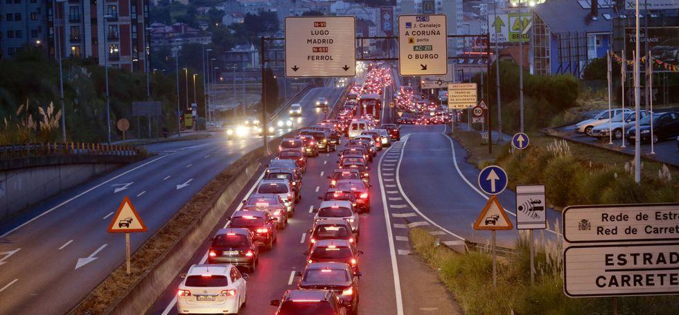 La colisión múltiple registrada anoche en el puente, colapsó la salida de la ciudad.