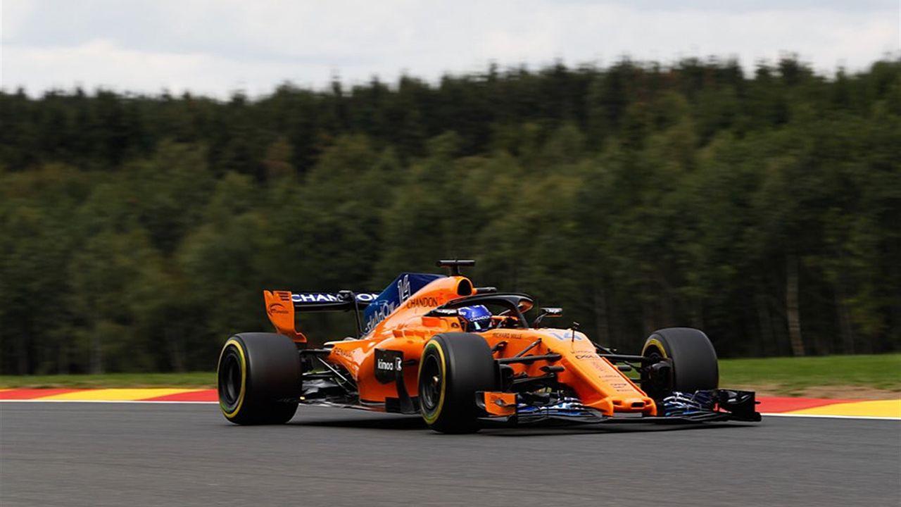 El vuelo del coche de Fernando Alonso.McLaren de Fernando Alonso