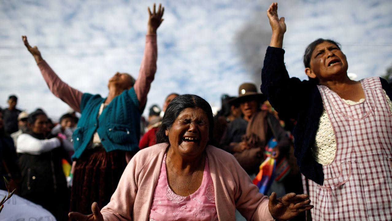 Campesinos seguidores de Evo Morales lamentan la muerte de un hombre en Sacaba, cerca de Cochabamba