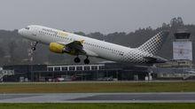 Imagen de archivo de un avión de Vueling despegando de Alvedro