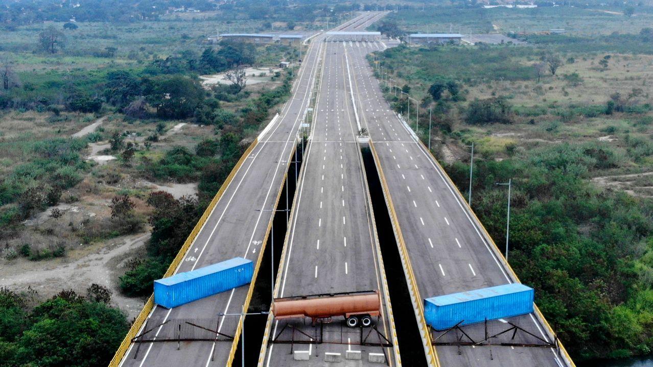 El puente en la frontera entre Venezuela y Colombia permanece cortado