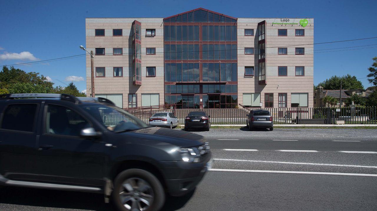 Acto de homenaje a los internos y trabajadores de la residencia de O Incio.Hay 16 mayores del geriátrico de Outeiro ingresados en el hospital de Lugo