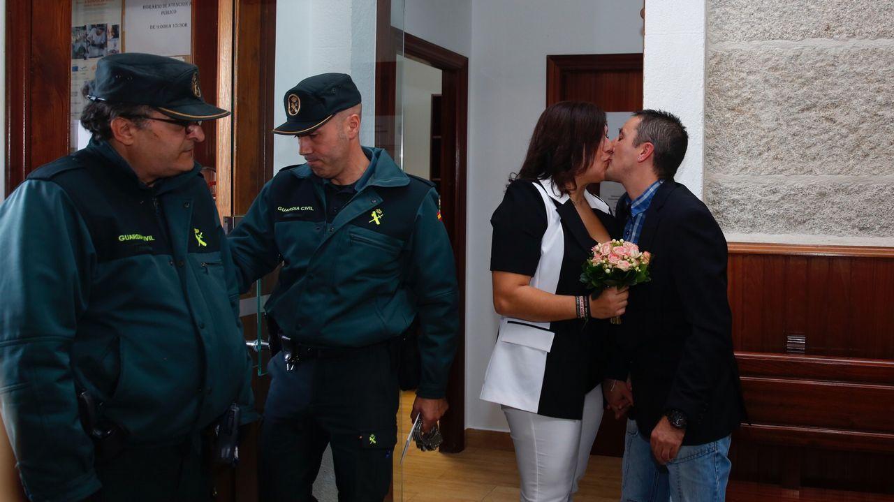 Los Bonnie and Clyde vigueses salen de la cárcel de A Lama para casarse.El excomisario Villarejo permanece en prisión preventiva
