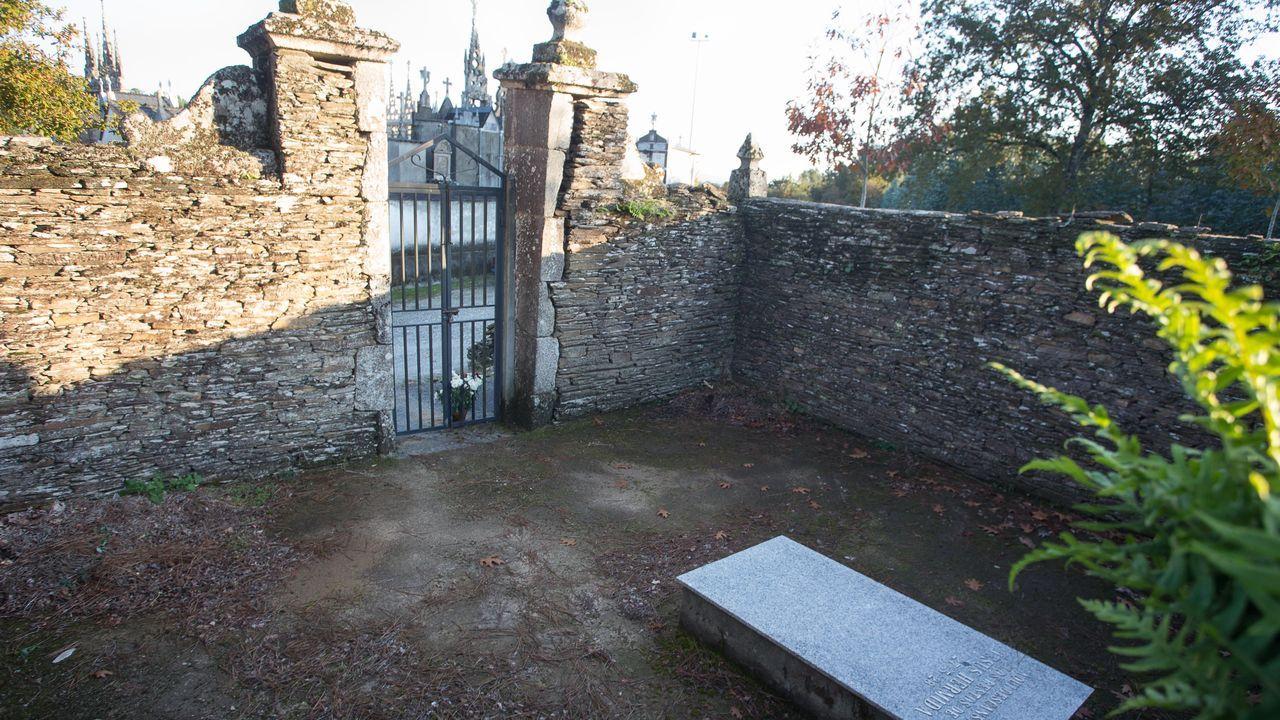 A solitaria tumba de Jesús Hermida en Moncelos