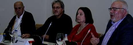 Xosé Luís Méndez Ferrín, Manuel Rivas, Nélida Piñón e González Tosar no último encontro da Bienal en Santiago.