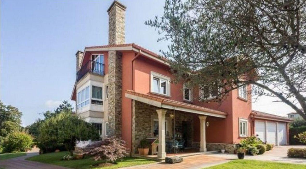 Casa en Bastiagueiro de 585 metros cuadrados a la venta por 830.000 euros