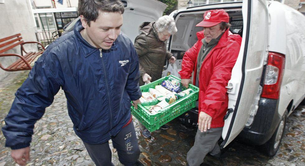 Recogida de alimentos para Cáritas promovida por UGT en marzo del 2012.
