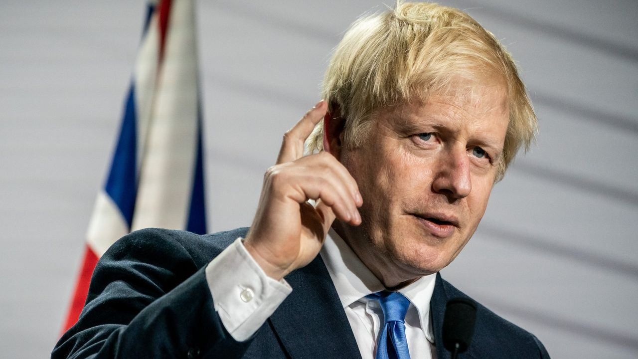 Boris Johnson sale de downing street