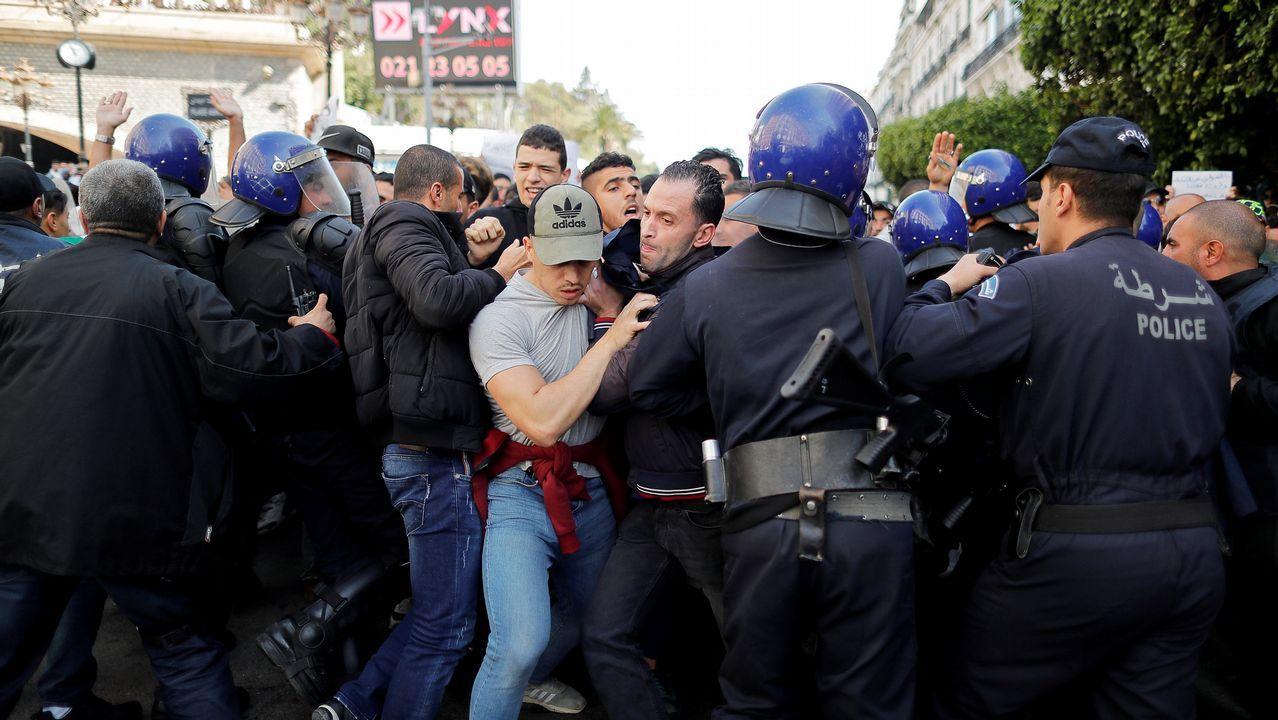 Cuarta semana de protestas en Argelia.Los antidisturbios cargaron contra la manifestación de universitarios en Argel