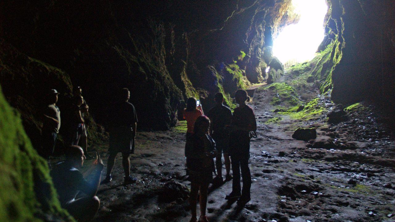 Una visita guiada a la Cova das Choias, en una imagen de archivo