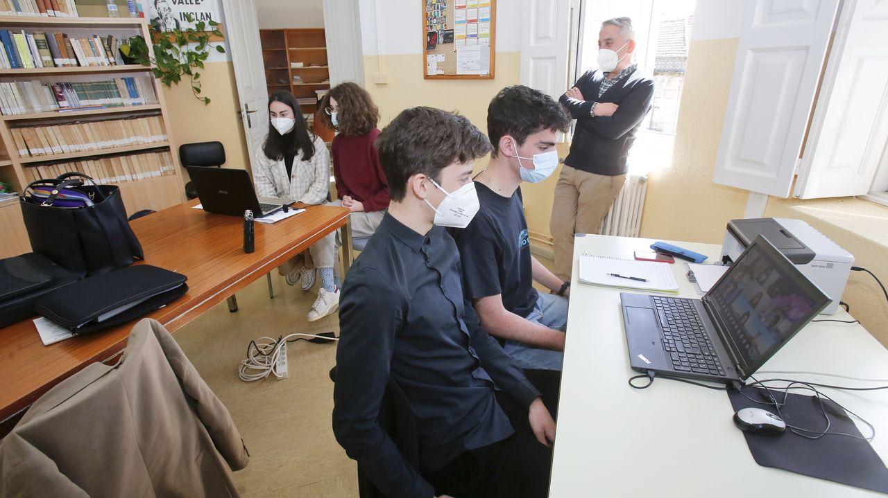 El intercambio entre alumnos de Pontevedra y de Sao Paulo sobre la pandemia, ayer en el IES Valle Inclán