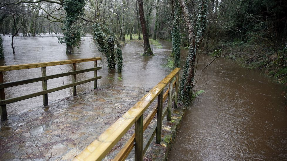 Río Tambre desbordado.