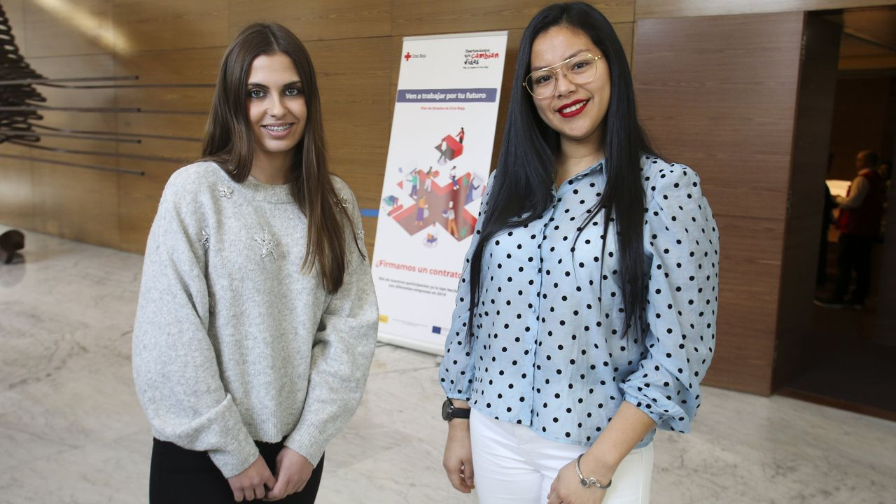 ¡Mira aquí las imágenes del simulacro de la UME en Noia!.Lidia García y Diana Vera son dos de las personas que han conseguido encontrar empleo gracias al programa de Cruz Roja