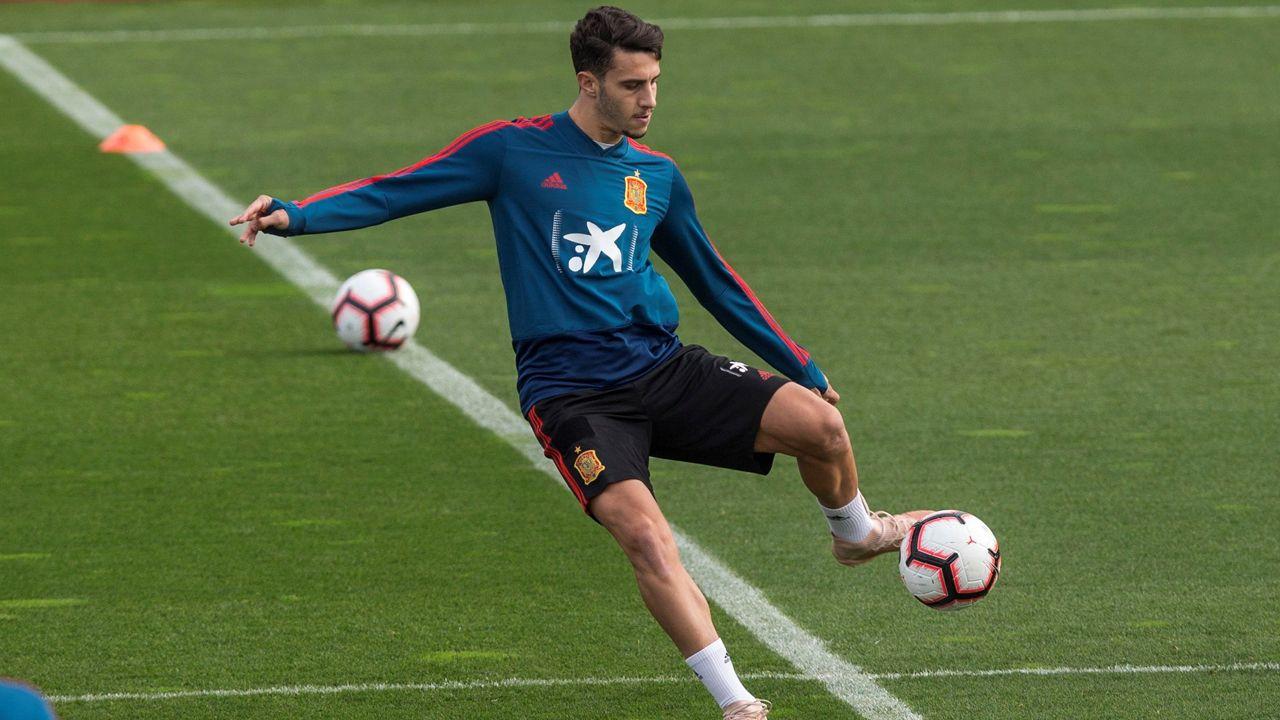 El periodista Jorge Ramos avanzó que Florentino había pedido a la UEFA jugar contra el Ajax.Amaia Gorostiza y Florentino Perez, en el palco de Ipuruá