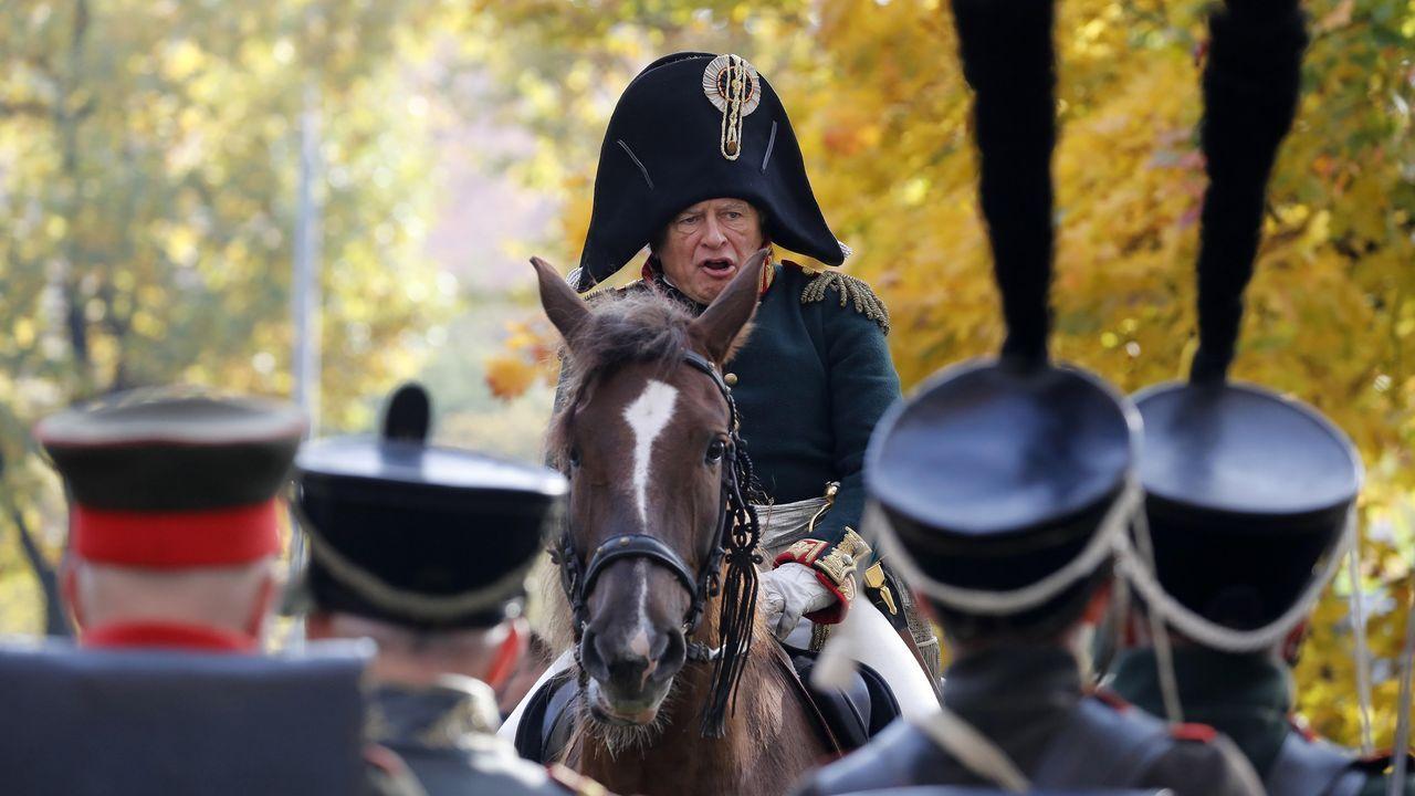 Sokolov,  especialista en Napoleón y condecorado con la Legión de Honor francesa, vestido de militar ruso del año 1812 en un festival en San Petersburgo