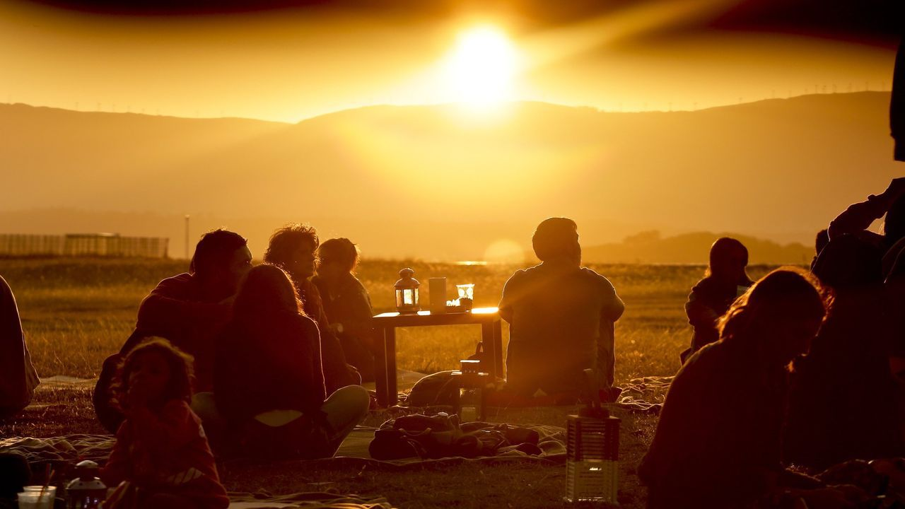 Puesta de sol en  As 9 na praia