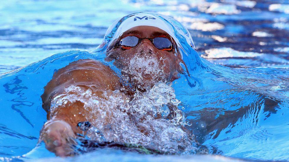 La sorprendente aparición de Michael Phelps en bañador en una cancha de baloncesto