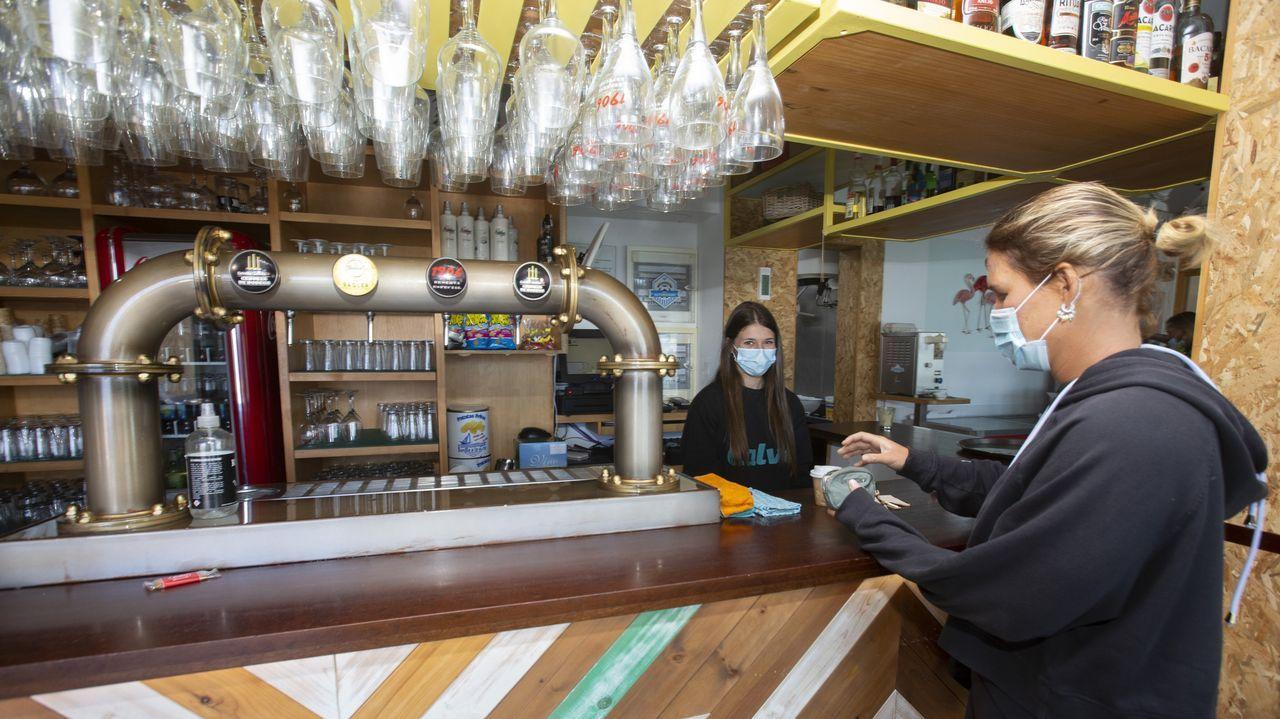 Los hosteleros temen nuevas restricciones, en la imagen, un bar de Caión
