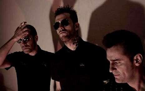 Suede ya está en A Coruña.Enrique Villarreal, «el Drogas», líder de Barricada.
