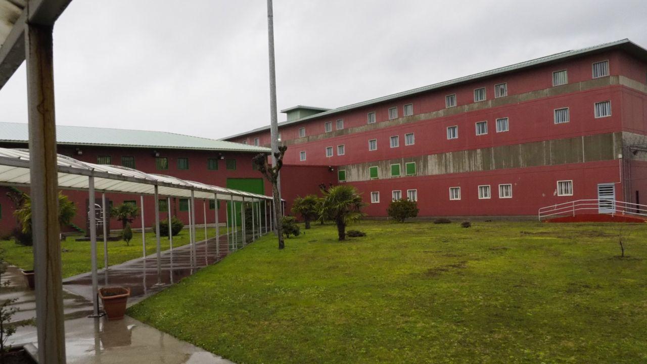 Estación de servicio de la glorieta de Ullaga, en el acceso a Pola de Siero