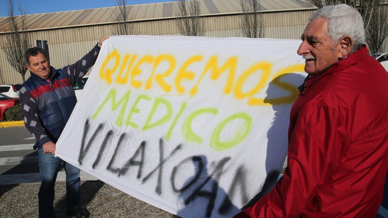 Las imágenes del partido entre el Cortegada y el Maristas.Varias ambulancias, en la entrada de urgencias del Hospital Montecelo, en Pontevedra