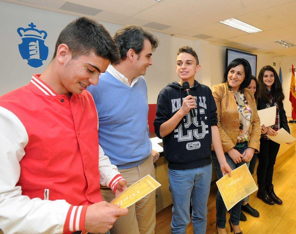 Los alumnos del IES Poeta Añón, en la entrega de diplomas.