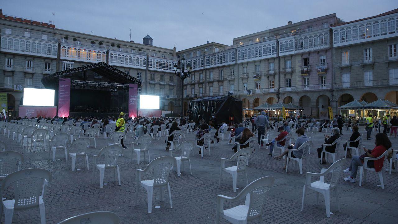 La plaza de María Pita con el nuevo aforo para evitar el contagio del covid-19