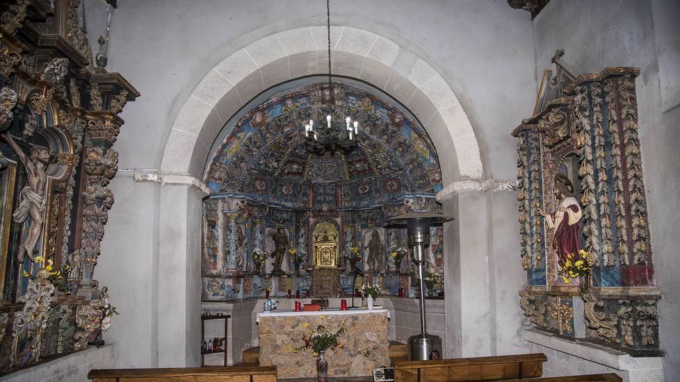 La iglesia conserva un valioso conjunto de retablos