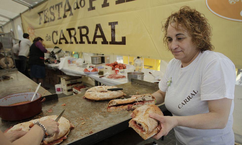 Los bocadillos cardiosaludables volvieron a tener un gran éxito en la Festa do Pan de Carral.