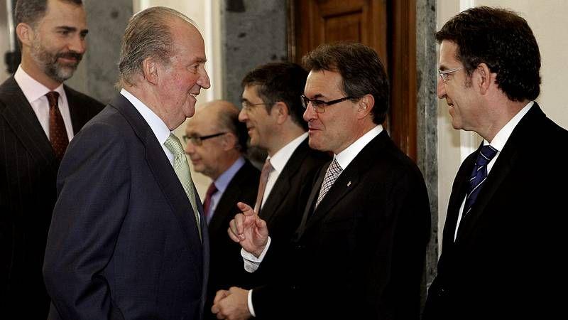 Conferencia de Presidentes en el Senado.Feijoo saluda a Soraya Sáenz de Santamaría en la segunda jornada de la convención del PP.