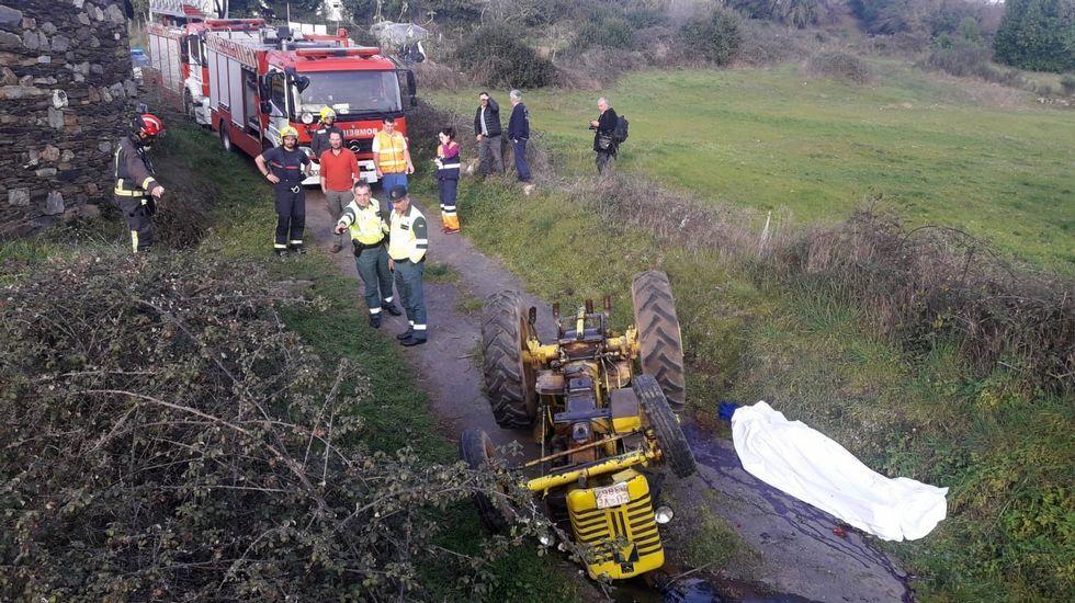 Un muerto en otro accidente de tractor, esta vez en O Saviñao.Voluntarios de Protección Civil rastrean el Miño en el pueblo de Belesar esta mañana para tratar de dar con el desaparecido