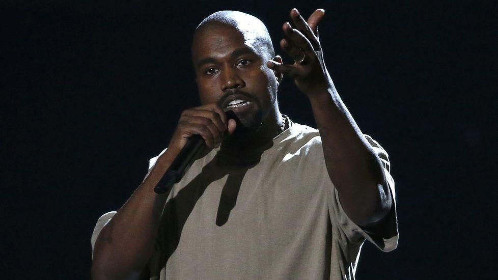 El artista Kanye West anunció su intención de presentarse a la presidencia del gobierno de Estados Unidos durante la gala de los MTV Video Music Awards 2015