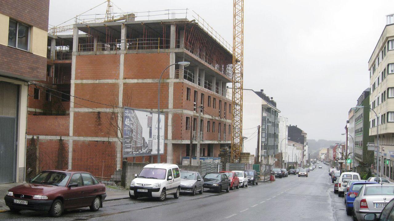 PSA Vigo vuelve al trabajo.Construcción de edificios en Vilalba