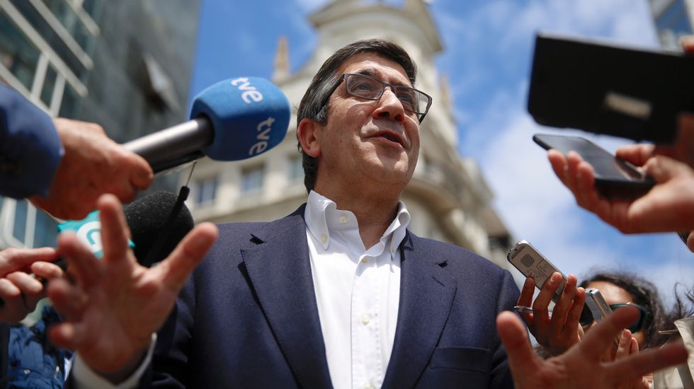 Patxi López: «Tenemos que poner en valor la pedagogía de la tolerancia».Jordi Sevilla, con el candidato Pedro Sánchez