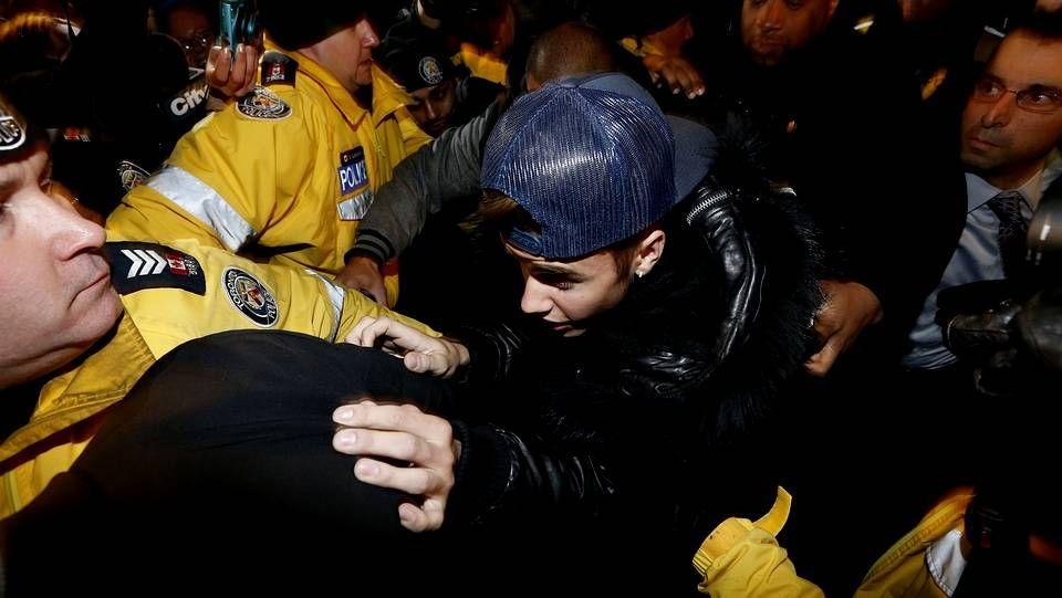 Las fotos que Bieber no pudo ocultar.Justin Bieber, a su llegada al aeropuerto de Toronto
