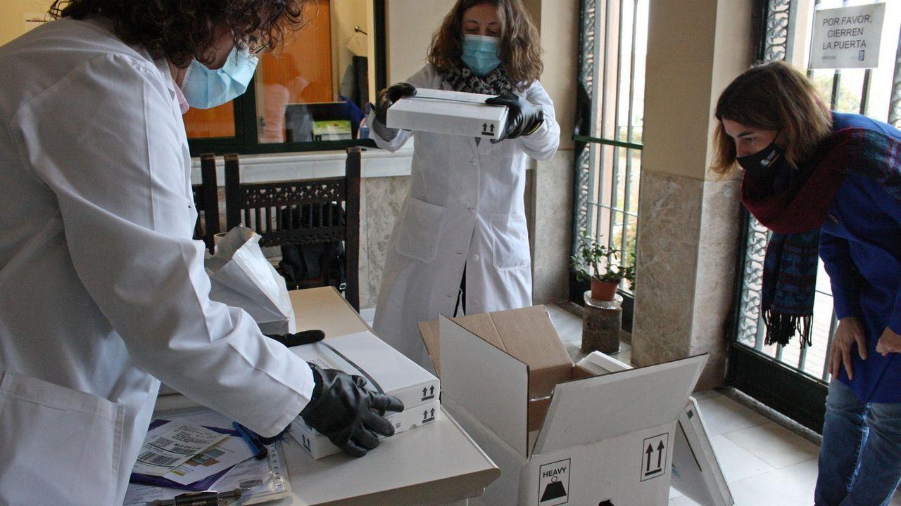 Jornada de vacunación masiva para los gallegos de entre 60 y 65 años.Llegada de vacunas contra el covid-19 ayer a Segovia