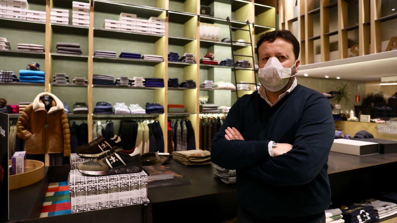 José Luis Molanes está al frente de la tienda de moda y calzado Sart, en República Argentina