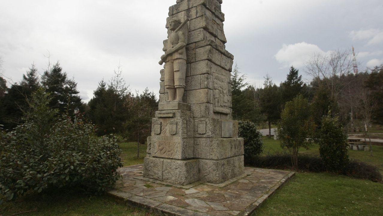 Mariñanos en FITUR.Monumento a Pelayo en Gijón