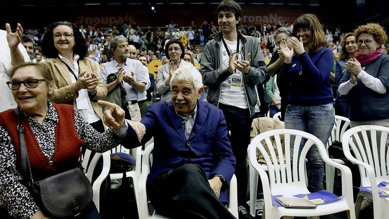 Pablo Iglesias celebra el triunfo de Podemos, que consigue 5 escaños.
