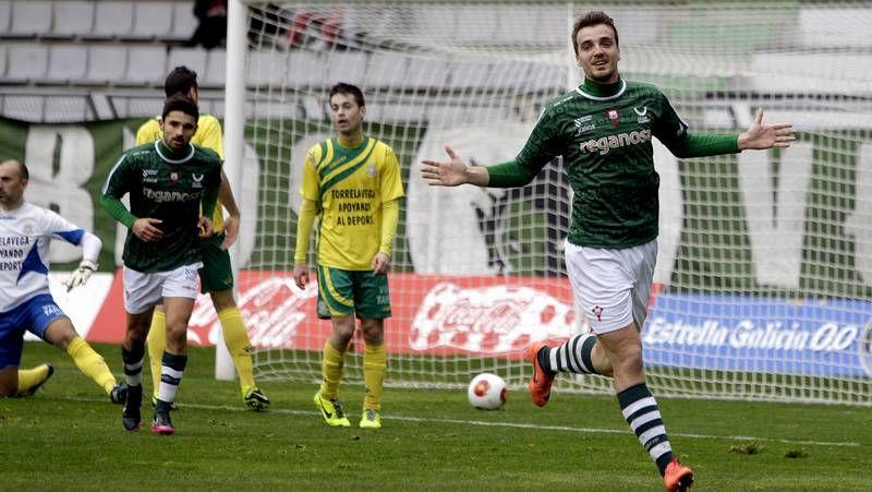 El Racing de Ferrol presenta las nuevas equipaciones para la temporada 2014-15.Iván Forte es un medio centro defensivo que destaca por su fortaleza física.
