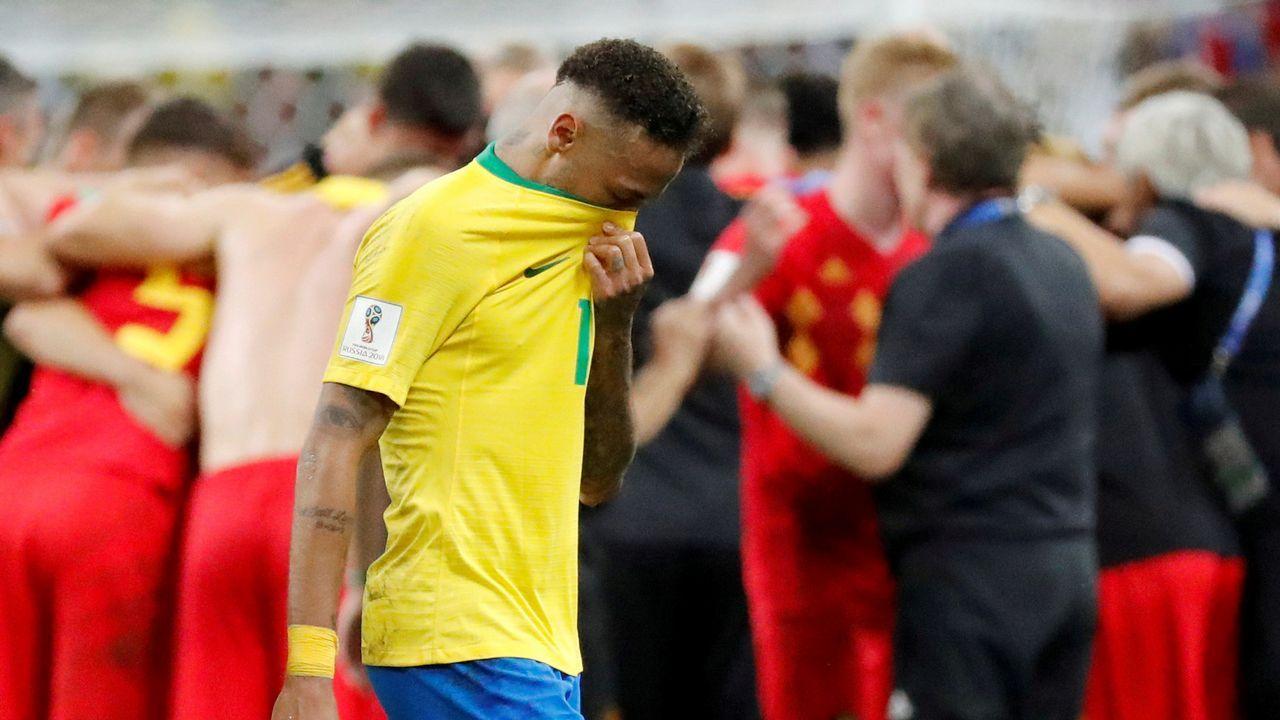 Las mejores imágenes de la semifinal entre Franciay Bélgica.Fernando Hierro da indicaciones durante un partido