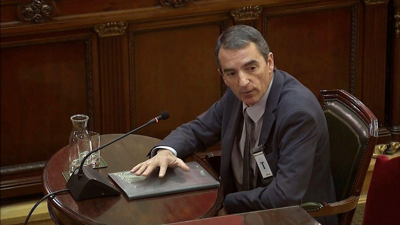 Un comisario pone en evidencia al abogado de Junqueras recordándole su participación como mediador en un colegio el 1-O.El comisario Joan Carles Molinero, durante su declaración en el Supremo