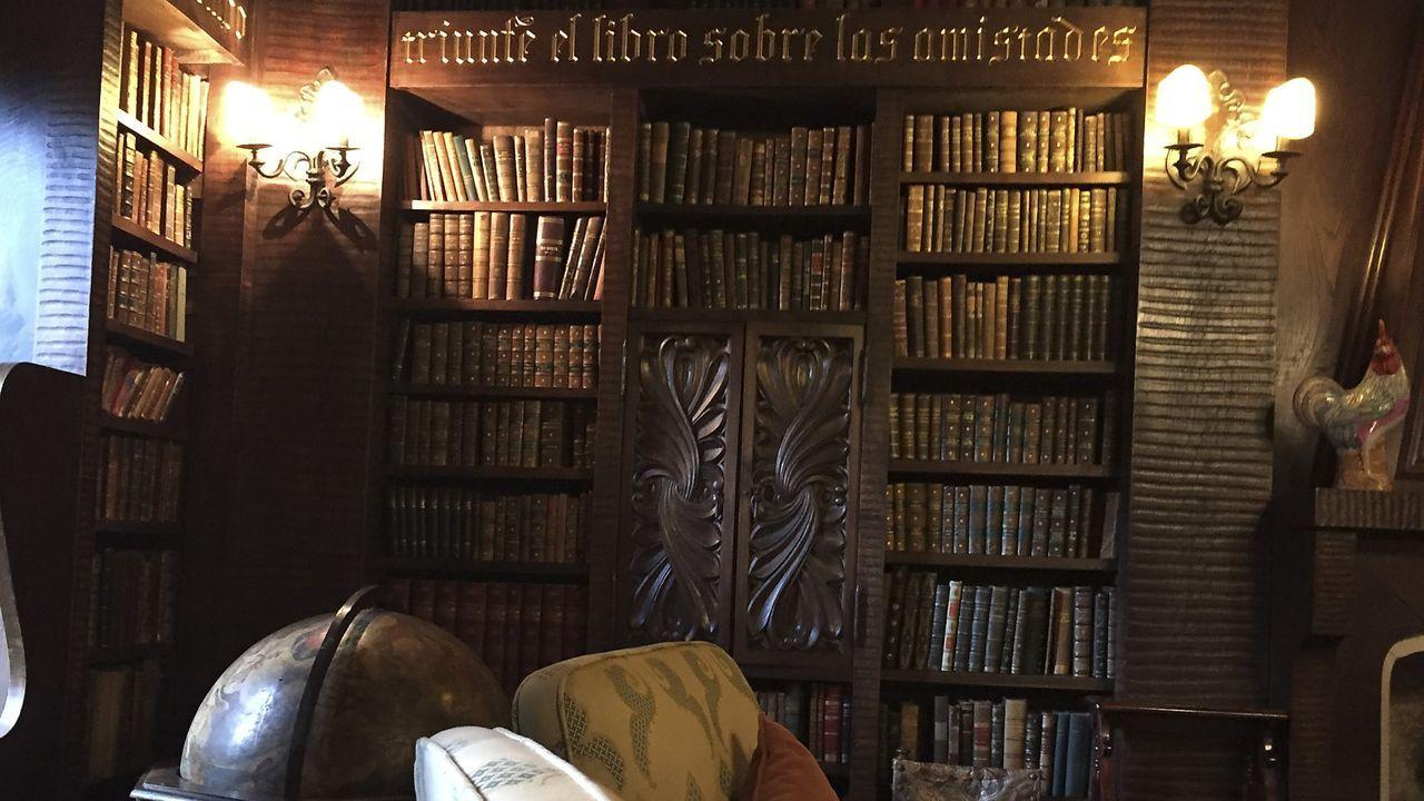 Bienes inseparables del pazo de Meirás.Los Franco ya han pedido a la Xunta permiso para llevarse la biblioteca y las estatuas del maestro Mateo