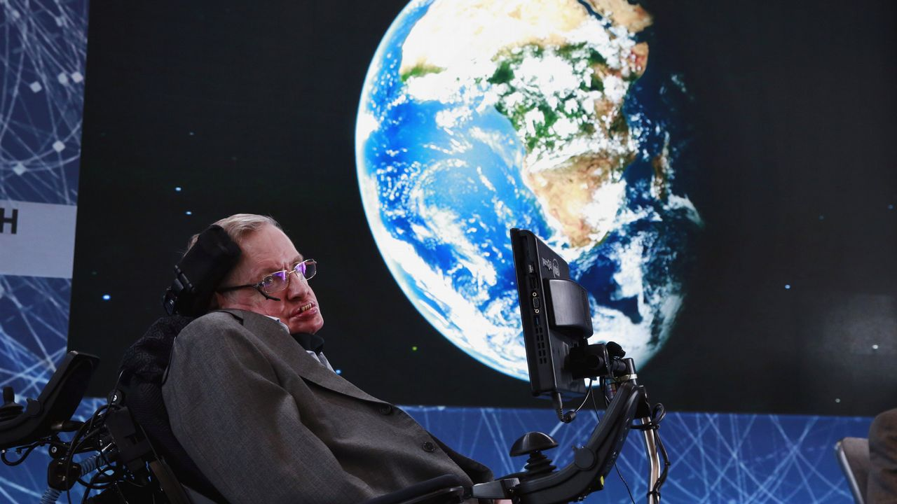 FalleceStephen Hawking, el científico que resolvió lo que parecía imposible.A Hawking le diagnosticaron ELA a los 21 años, pero nunca se rindió