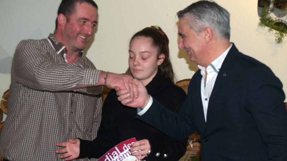 El bodeguero de Qurioga Pablo Gonzalez recoge uno de los premios de Aosta