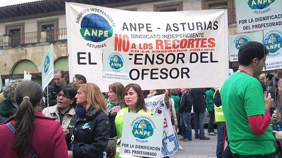 Protesta en defensa de los derechos de los trabajadores, con pancarta de ANPE.Protesta en defensa de los derechos de los trabajadores, con pancarta de ANPE